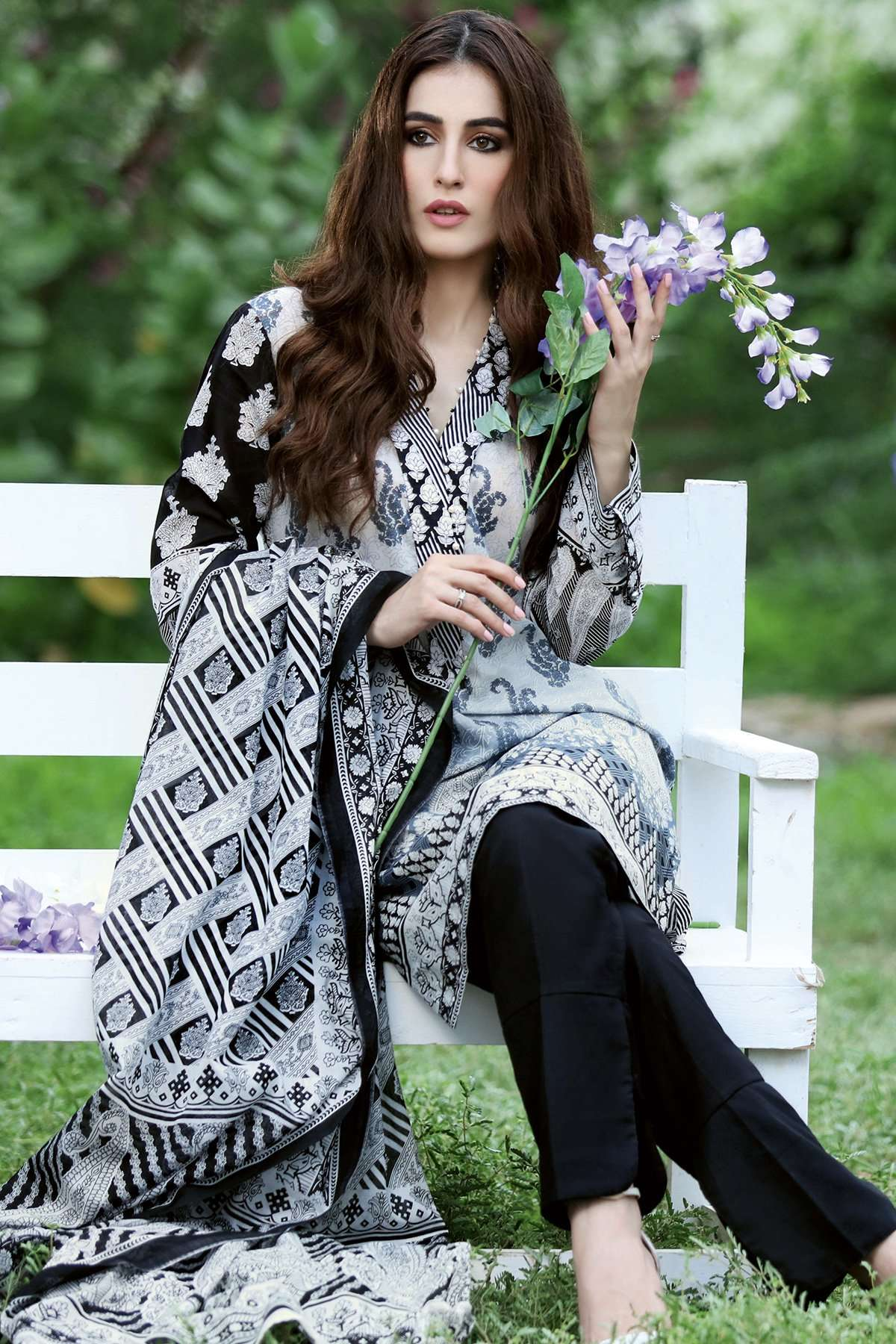 Gul Ahmed Printed Lawn Unstitched 3 Piece Suit GL17B 25