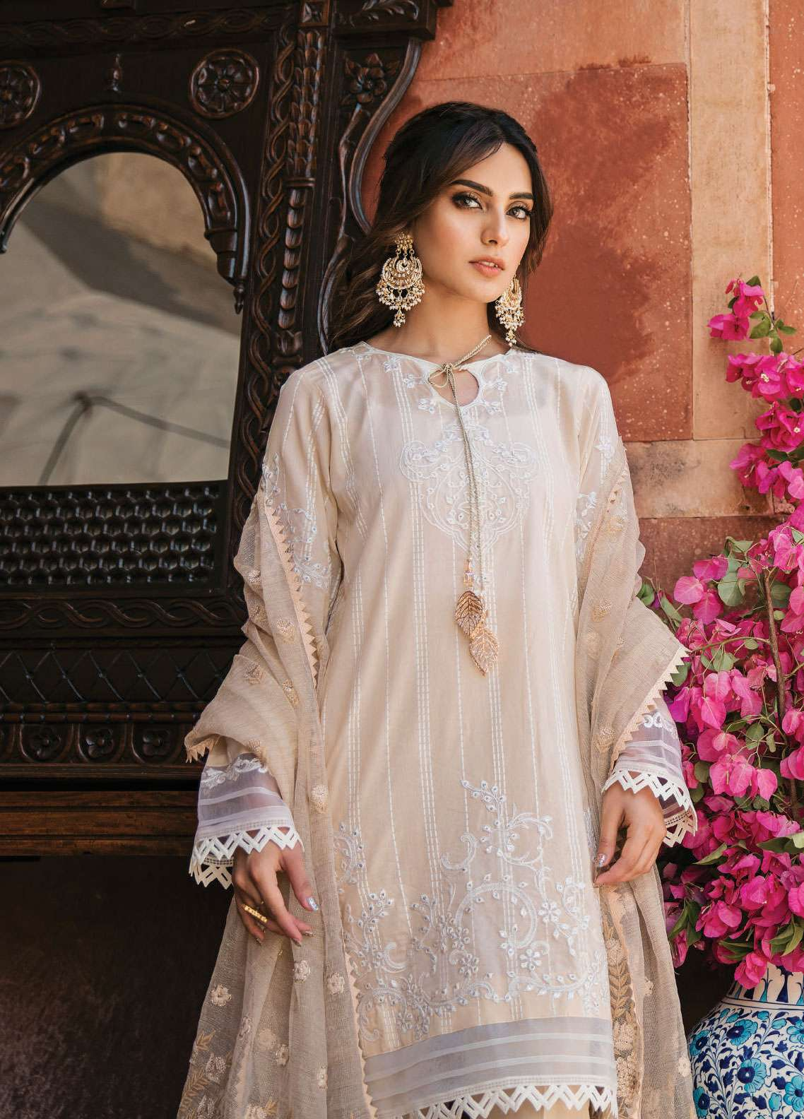 e61af72363 Qalamkar Embroidered Lawn Unstitched 3 Piece Suit QLM19F 09 MAHTOOB - Festive  Collection