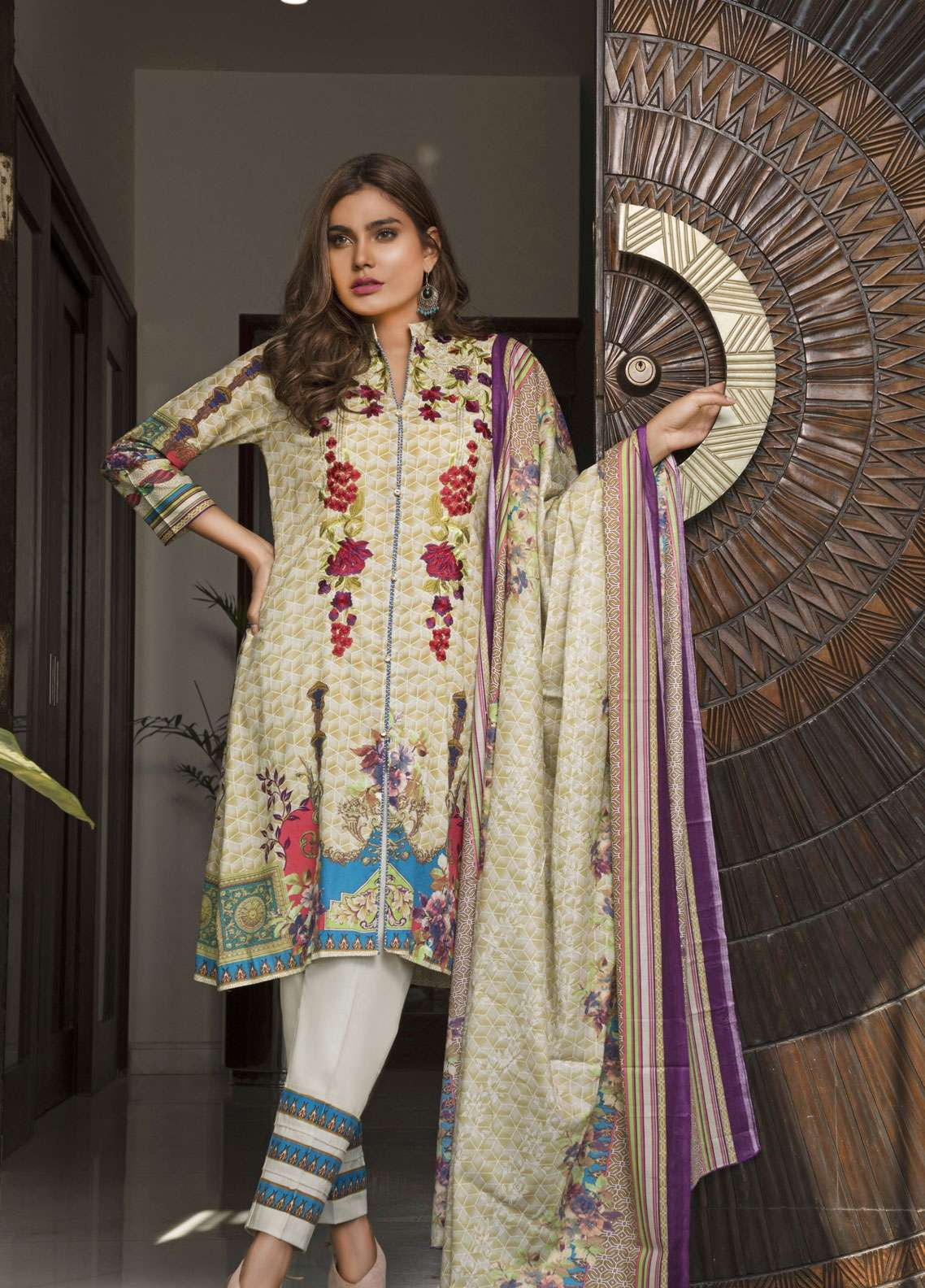 Rangreza Embroidered Lawn Unstitched 3 Piece Suit RZS19L 04A - Spring / Summer Collection