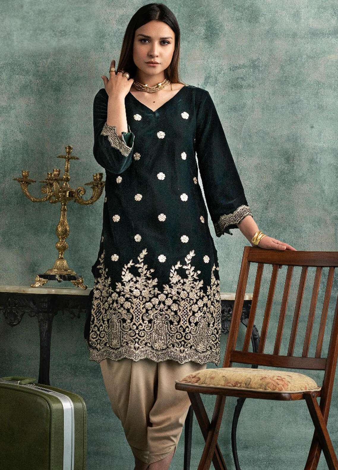 bbd0e0132e9 Rani Manan Embroidered Velvet Unstitched Kurties RM18-V3 06 - Winter  Collection