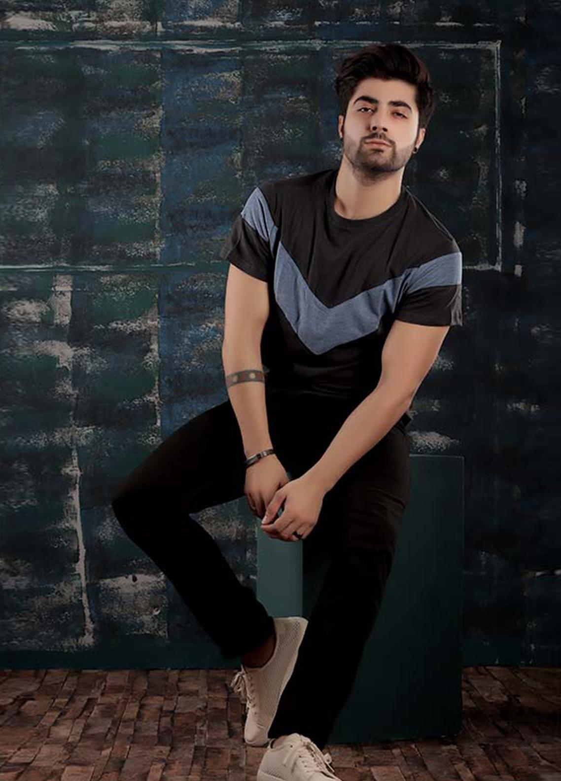 Red Tree Cotton Round Neck T-Shirts for Men - Black RT1597