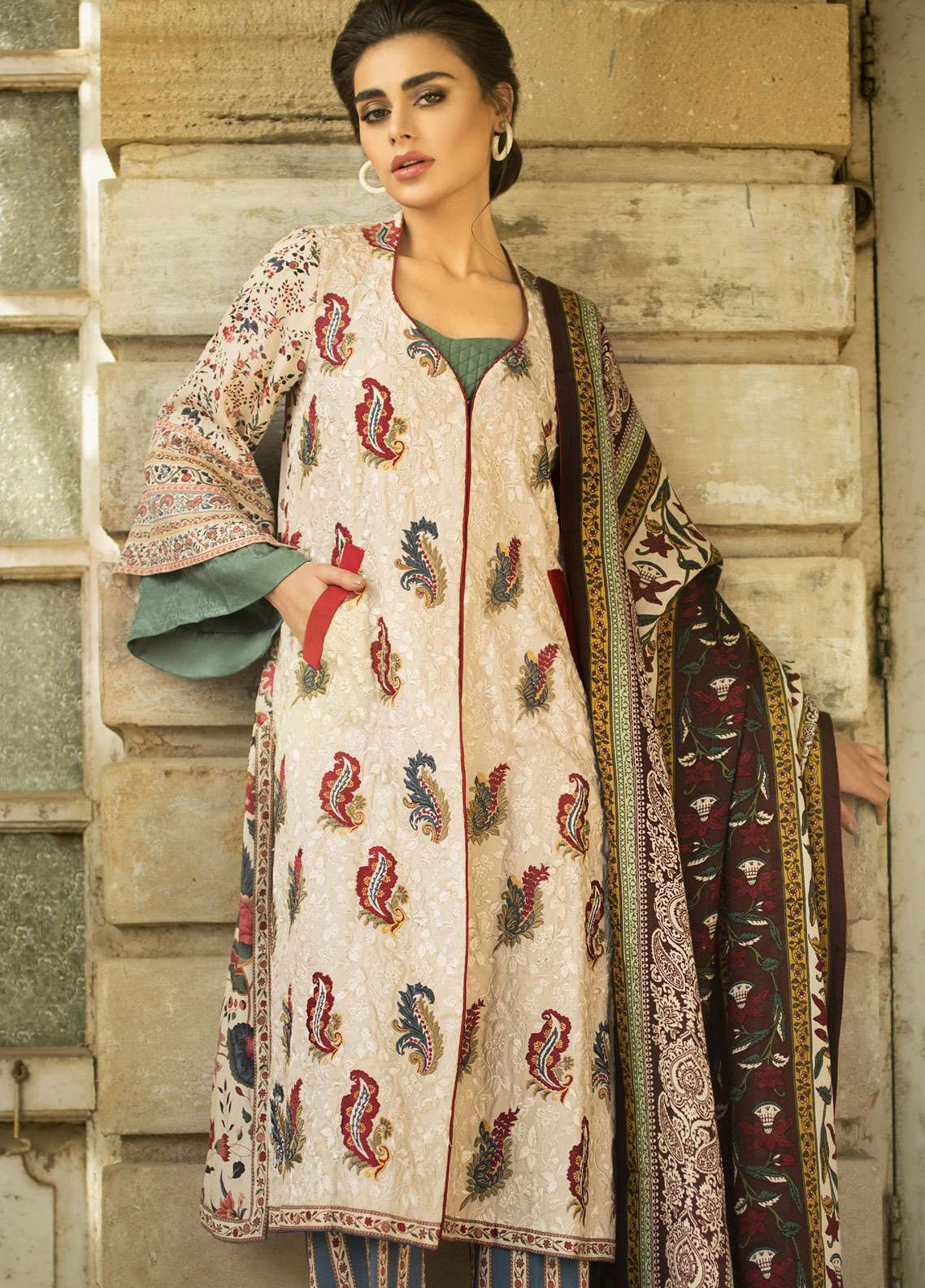 Tena Durrani Embroidered Linen Unstitched 3 Piece Suit TD18W 02 - Winter Luxury Collection